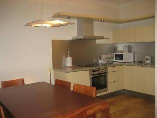 Vene 23 Apartments טלין - בית המלון מבפנים