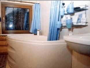 Uueda Guesthouse بارنو - حوض الاستحمام