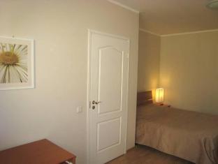 Ites Pikk Old Town Apartments تالين - غرفة الضيوف