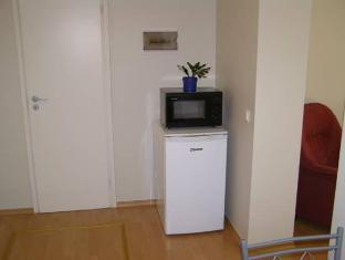 Apartments Weintrauben פרנו - חדר שינה