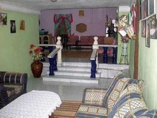 Kampung Belimbing Homestay Kuching - Inne i hotellet