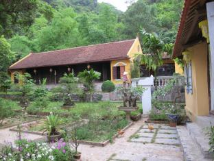 Blue Swimmer Ancient Homestay - 2 star located at Cat Ba Island