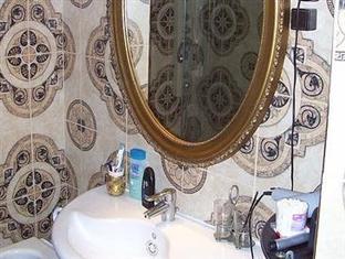 Family Apartment Budapest - Bathroom