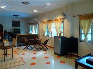 Homestay Ban Suan Khuean Phrae - Living Room