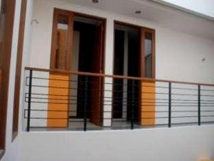 Farila Guesthouse 2 Surabaya - Balcony/Terrace