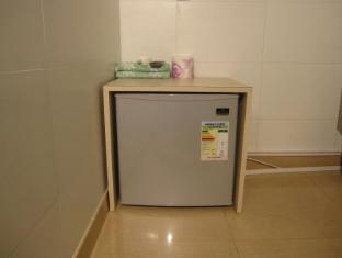 KG Garden Guest House Hong Kong - Refrigerator
