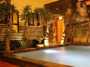 Hotel S8 באלי - בריכת שחיה