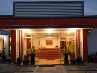 Cherry Red Hotel Medan - Tampilan Luar Hotel