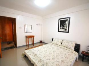 Cherrard Apartelle Bicol - Suite Room