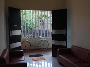 IKIRU to live Hotel Surabaya - Entrance