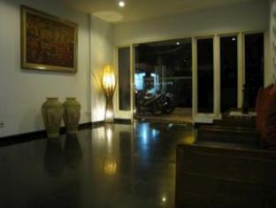 Jangga House Bed & Breakfast Medan - Foyer