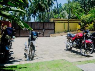 Samal Island Huts Davao - Bahagian Luar Hotel