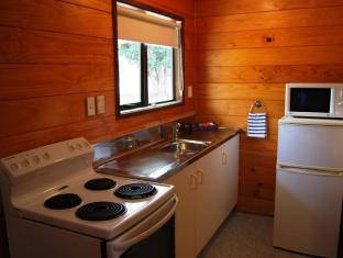 Wellington Top 10 Holiday Park Wellington - Family Self-Contained Unit - Kitchen