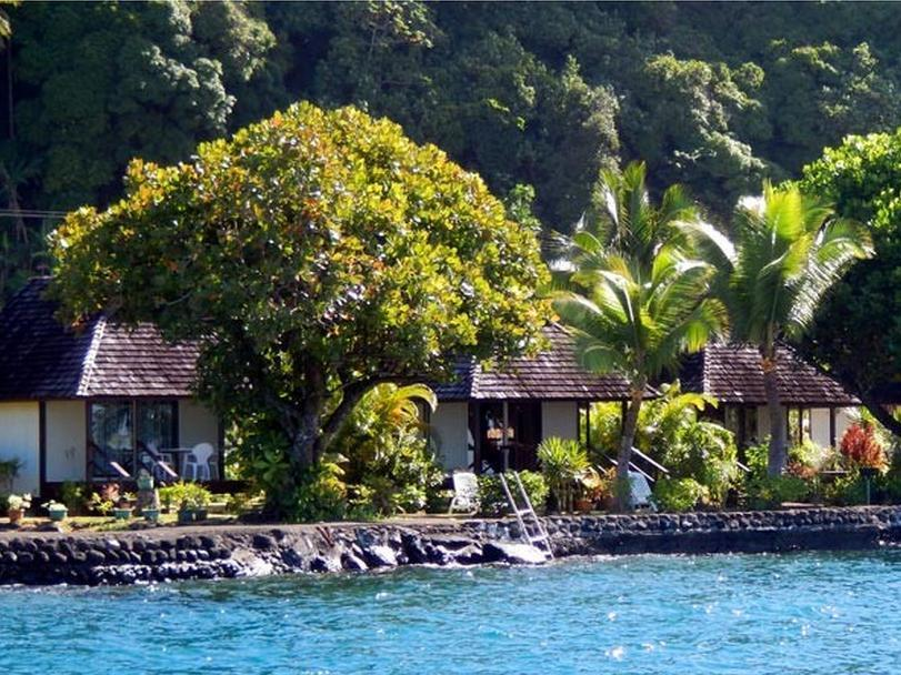 A Pueu Village - Hotels and Accommodation in French Polynesia, Pacific Ocean And Australia