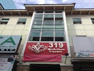 319 McArthur Square Hotel