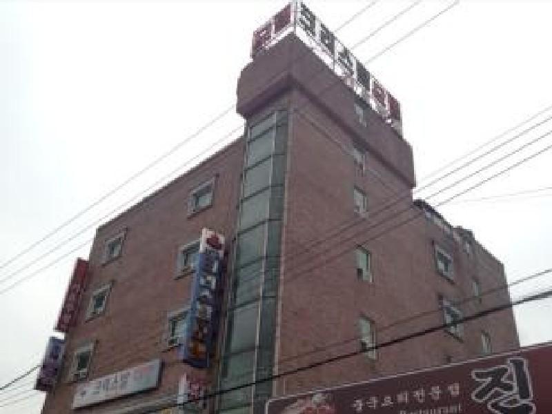 โรงแรม คริสตัลโมเต็ล  (Crystal Motel)