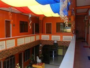 Escarez Pension House Coron - Hallway / Second Floor Balcony