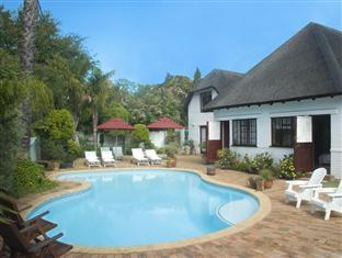 The Beautiful South Guesthouse Stellenbosch - Pool And Garden