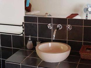 The Beautiful South Guesthouse Stellenbosch - Bathroom