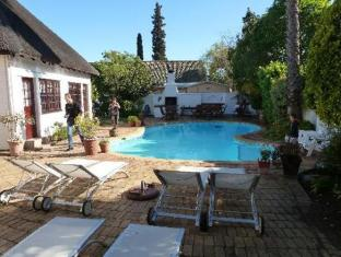 The Beautiful South Guesthouse Stellenbosch - Pool Area