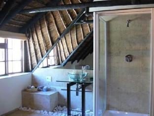 The Beautiful South Guesthouse Stellenbosch - Umdeni Suite Bathroom
