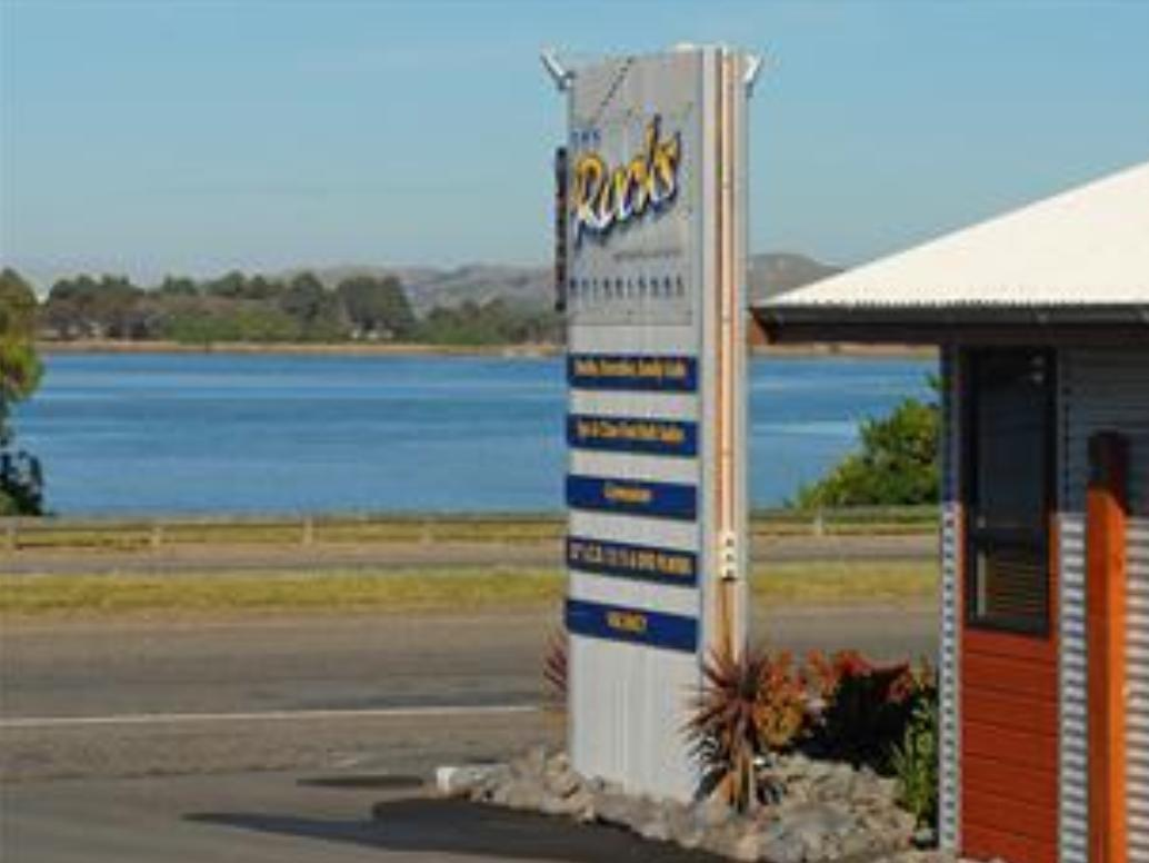 At The Rocks Motor Lodge - Hotels and Accommodation in New Zealand, Pacific Ocean And Australia