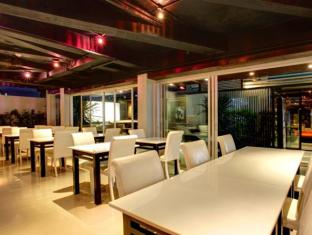 The Belle Hostel Phuket - Dinning area