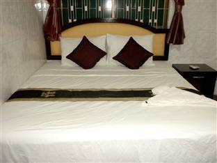 Golden Boat Guesthouse Phnom Penh - Double Bedroom with AC