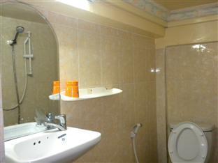 Golden Boat Guesthouse Phnom Penh - Bathroom
