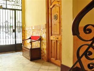 Gaudi's Nest Apartments Barcelona - Hall