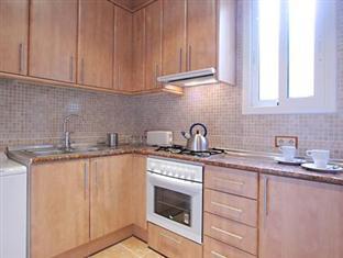 Gaudi's Nest Apartments Barcelona - Kitchen