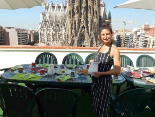 Gaudi's Nest Apartments Barcelona - Breakfast in the heaven