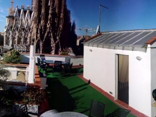 Gaudi's Nest Apartments Barcelona - In front the symbol of barcelona
