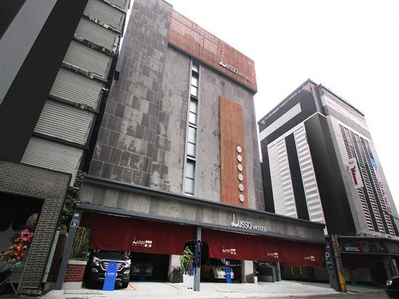 โรงแรม ลุสโช  (Lusso Hotel)