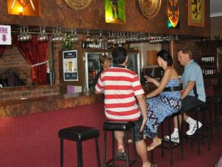 Castle Motor Lodge Whitsundays - bar/salon