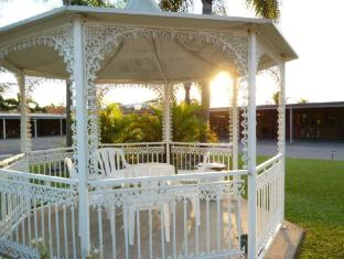 Castle Motor Lodge Whitsundays - Ogród