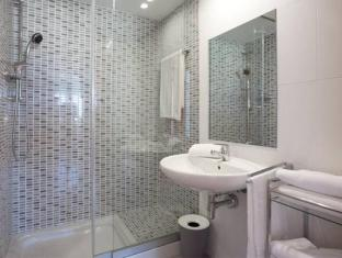 Rent Top Apartments Duplex Penthouse CCIB With Pool Barcelona - Bathroom