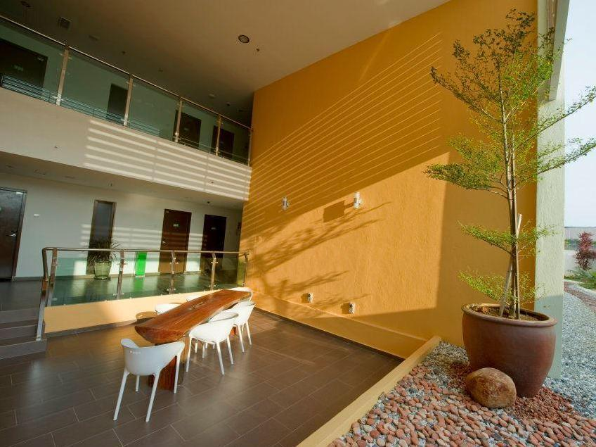 The Explorer Hotel - Hotels and Accommodation in Malaysia, Asia
