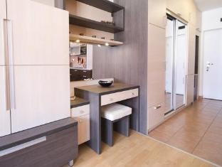 Kornelia Residence Budapest - Washing machine for longer term stays & comfortable make-up corner for the ladies