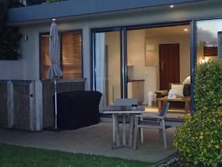 Chardy Ridge Accommodation Auckland - Tapa / Tui Courtyard style