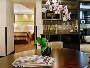 London City Suites London - Suite Room