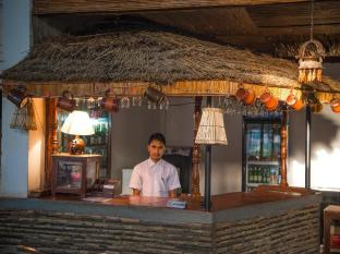 Chitwan Adventure Resort Chitwan narodni park - bar/salon