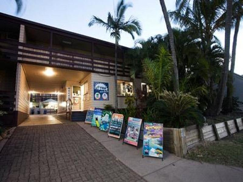 Airlie Beach YHA Whitsundays - Utsiden av hotellet