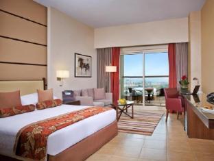 Khalidiya Palace Rayhaan by Rotana Abu Dhabi - Classic Room with Balcony - King Bed