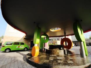 POP! Hotel Kuta Beach Bali - Entrance