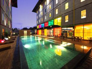 POP! Hotel Kuta Beach Bali - Swimming pool