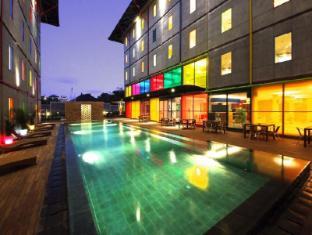 POP! Hotel Kuta Beach Bali - Swimming Pool