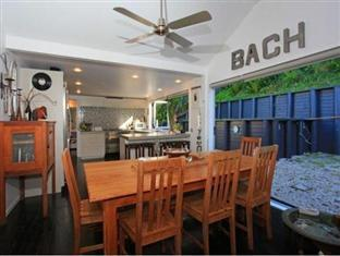 The Bach at Palm Beach Auckland - Dining & Kitchen Areas