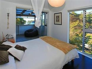 The Bach at Palm Beach Auckland - Master Bedroom