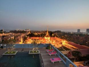 Frangipani Royal Palace Hotel 素馨花皇家宫殿酒店